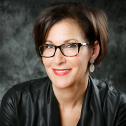 """Lisa Malat, Vice President, Marketing & Operations for Barnes & Noble College, spoke at the Texas A&M Retailing Summit on """"Capturing Millennial Attention: Why Retail Resonates."""""""