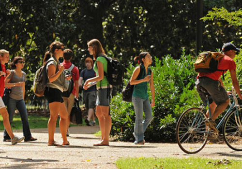 How-America-Pays-for-College-2013_campus-500x294