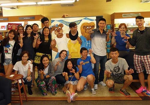 The Hofstra University Bookstore welcomed the first group of International Students to campus. Students were treated to New York style pizza, an opportunity to pick up their textbooks and merchandise, as well as an opportunity to get to know one another.
